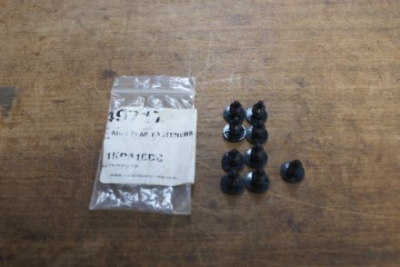 A-Arm Flap Fasteners (Push-in) 18pc,CA 49717,New